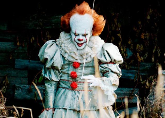 В Праге возле школы разгуливал клоун с ножом
