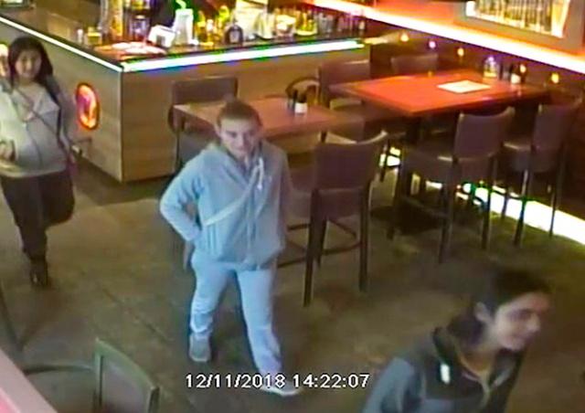 «Техничная» кража в пражском ресторане попала на видео