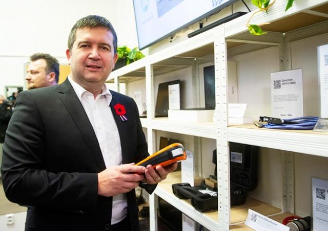 В центре Праги открылся магазин конфискованных у преступников вещей