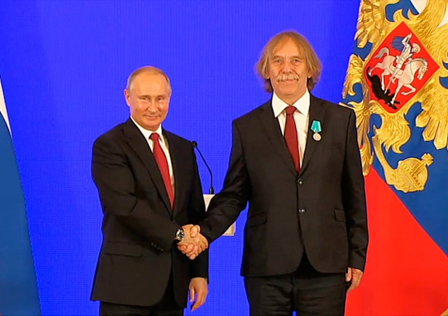 Владимир Путин вручил медаль чешскому барду
