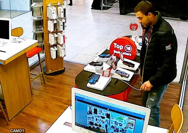В Праге неизвестный с ножом ограбил магазин: видео