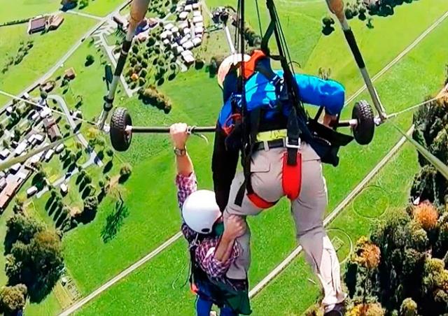 Две минуты кошмара: туриста забыли пристегнуть к дельтаплану, он висел на руках