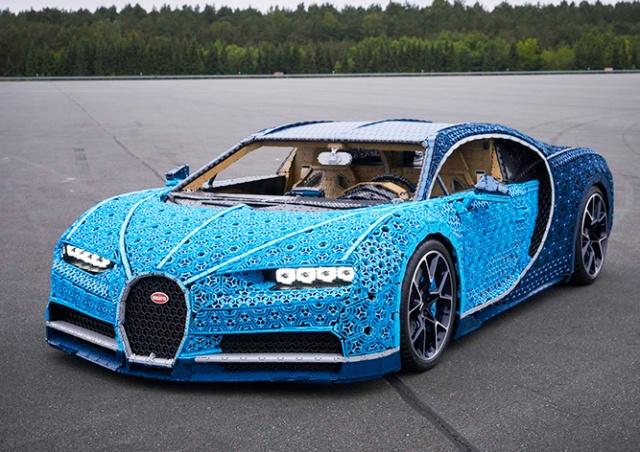 В Прагу привезли Bugatti из миллиона кубиков LEGO