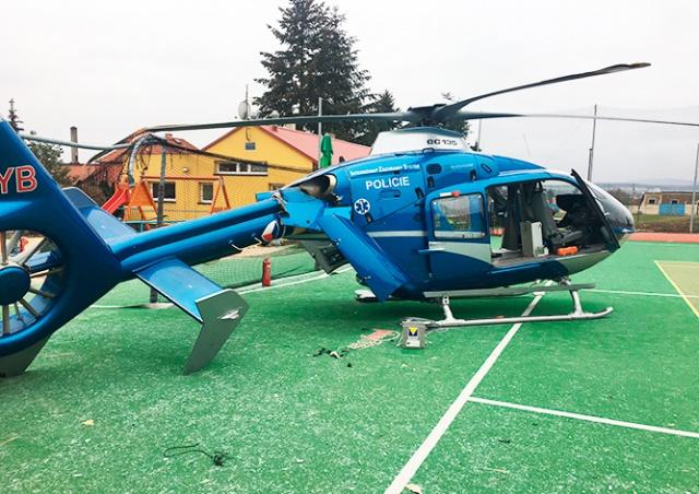 В Чехии неудачно приземлился вертолет спасателей