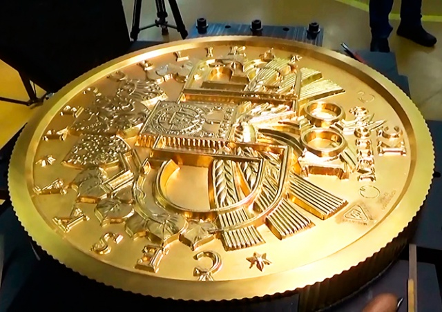 ЦБ Чехии выпустил 130-килограммовую золотую монету