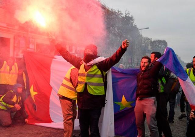 Во Франции ввели чрезвычайное экономическое положение