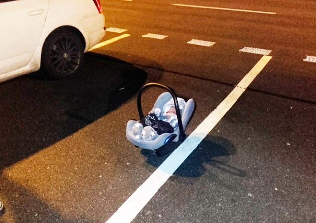 В Чехии мать забыла на парковке младенца