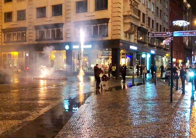 Украинца в центре Праги оштрафовали за фейерверк: видео