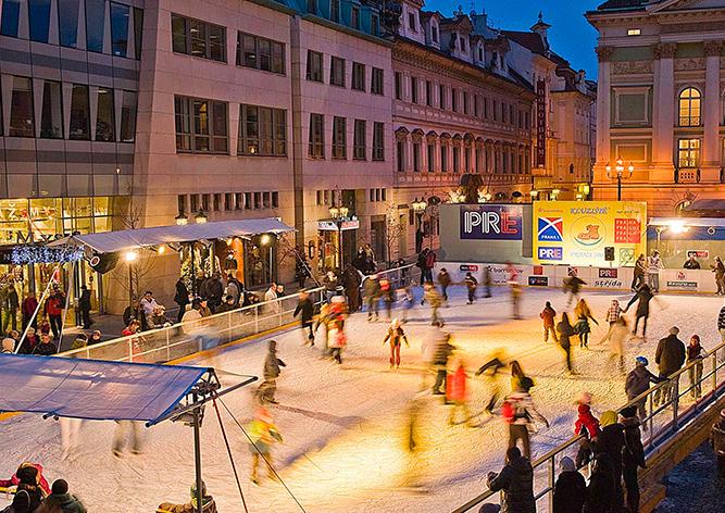 На Фруктовом рынке Праги открылся бесплатный каток
