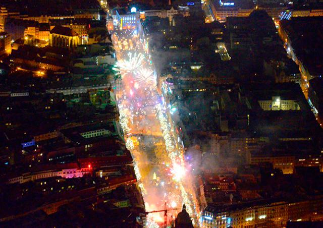 Прага в новогоднюю ночь: видео с вертолета