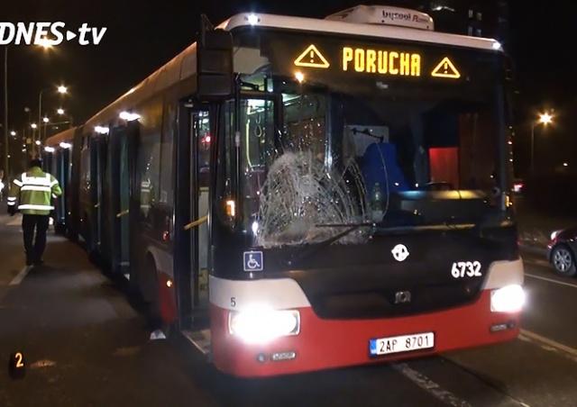 В Праге автобус сбил двух пешеходов