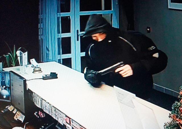 Вооруженное ограбление отеля в Праге попало на видео