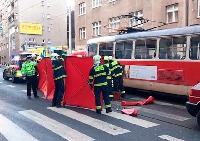 В Праге трамвай сбил пешехода