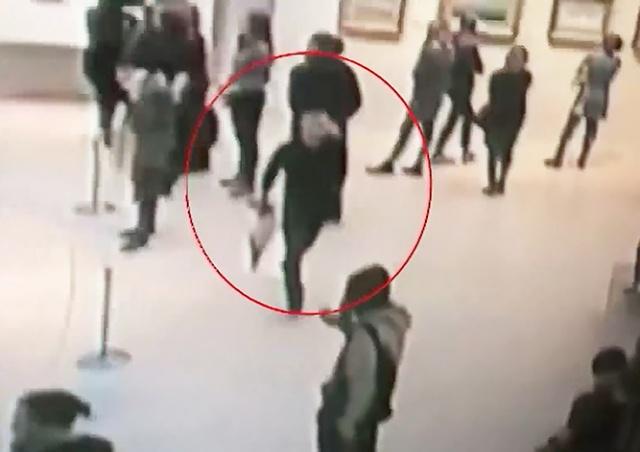 Появилось видео кражи картины Куинджи из Третьяковки