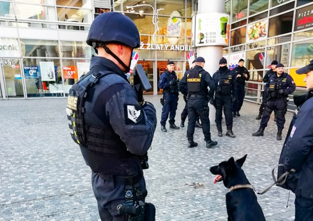 Станцию метро в Праге эвакуировали из-за сообщения о бомбе
