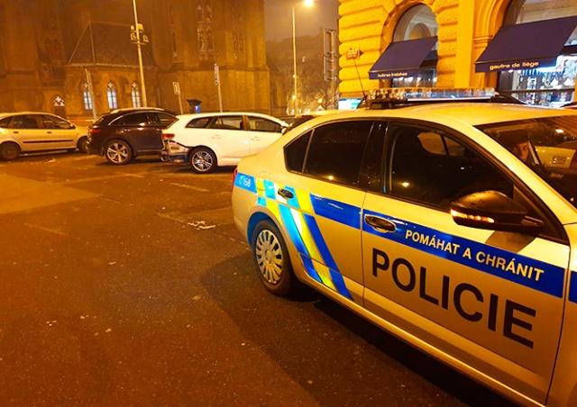 В Праге пьяная иностранка на BMW сбила пешеходов в новогоднюю ночь