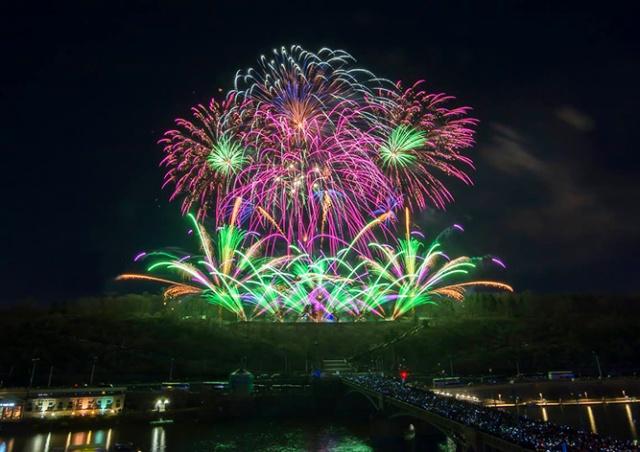 Видео: новогодний фейерверк в Праге