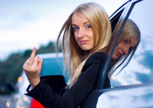 В Чехии жена высадила мужа на трассе ночью за критику вождения