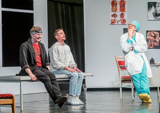 В Праге 8 марта покажут спектакль «Доктор знает все»