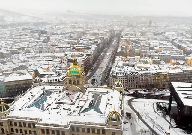 Заснеженная Прага с высоты птичьего полета: видео