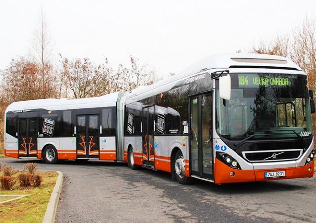 На улицы Праги вышел первый гибридный автобус