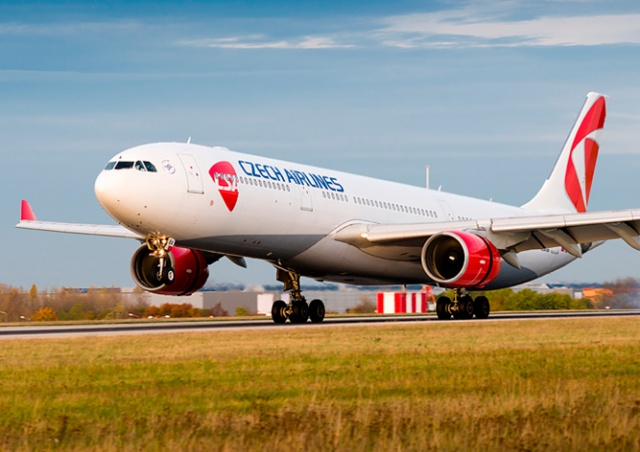 Самолет совершил вынужденную посадку в аэропорту Праги