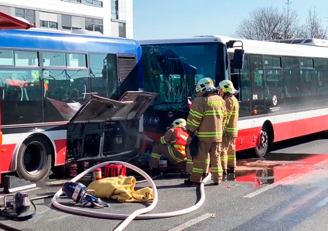 У аэропорта Праги столкнулись автобусы: есть пострадавшие