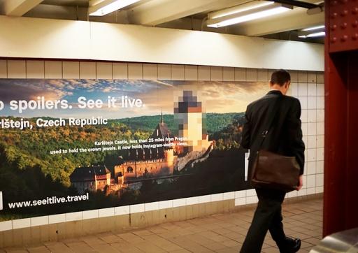 В метро Нью-Йорка появилась необычная реклама Чехии