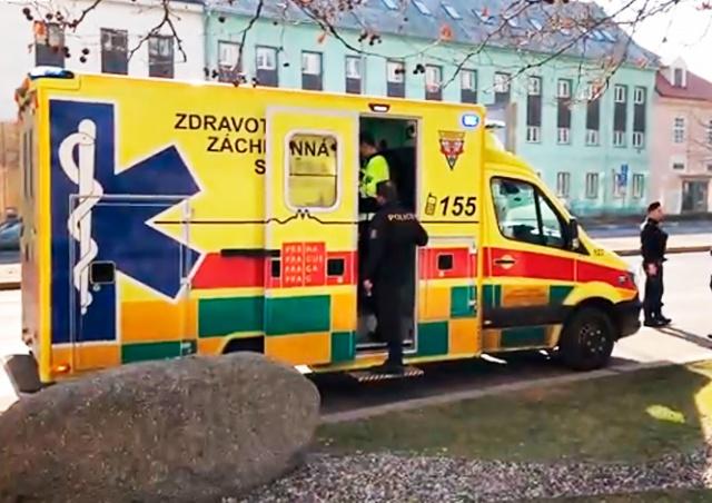 В Праге иностранец случайно выстрелил в себя из револьвера