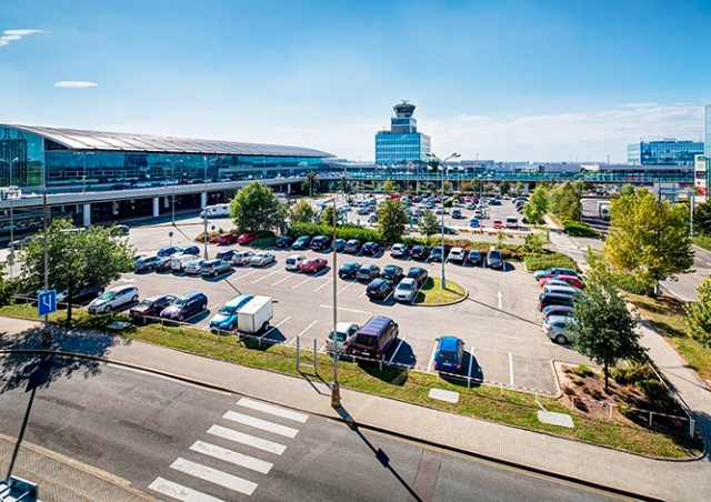 Пражский аэропорт нашел виновного в ситуации с гигантским счетом за парковку