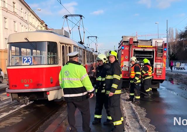 В Праге трамвай сбил человека