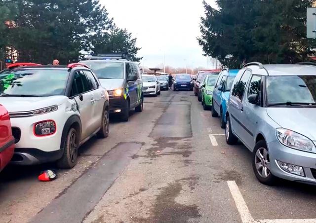 В Праге водитель грузовика повредил 13 припаркованных машин