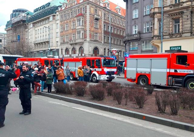 Полиция эвакуировала Вацлавскую площадь из-за прорыва газопровода