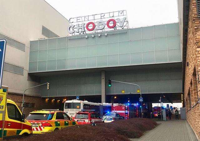 Пражский ТЦ эвакуировали из-за едкого запаха