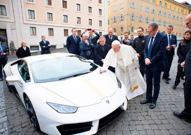 Чех выиграл в лотерею суперкар Папы Римского