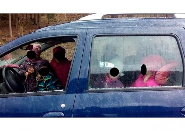Жительница Чехии везла в машине семь непристегнутых детей
