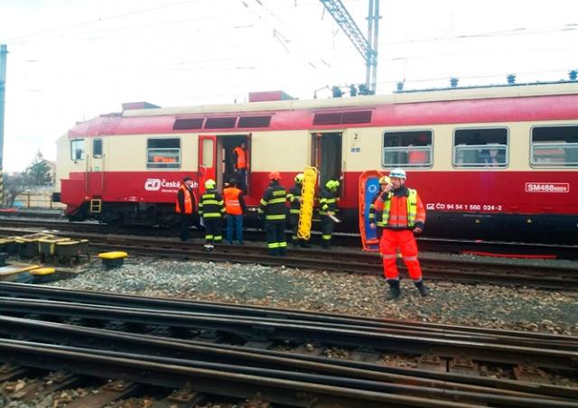 В Чехии столкнулись два пассажирских поезда: 21 пострадавший