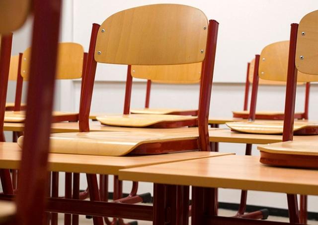В Чехии родители забыли о каникулах и оставили детей у школы