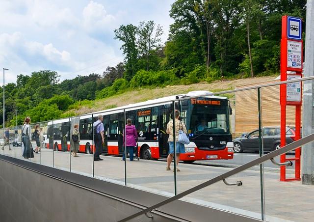 Все автобусы в Праге будут останавливаться только по требованию