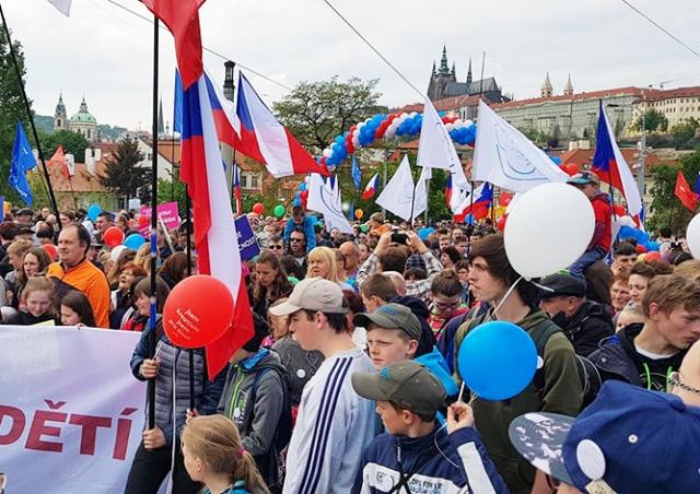 В Праге тысячи человек вышли на марш против абортов