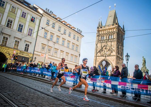 Парковку и движение транспорта в центре Праги ограничат из-за полумарафона