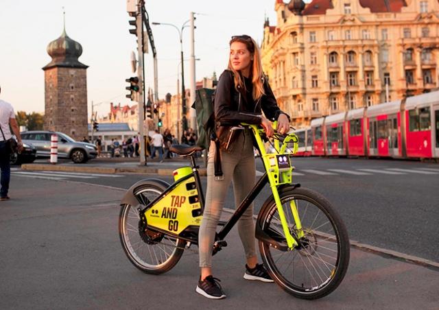 В Праге заработал прокат электрических велосипедов