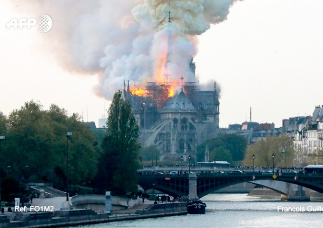 Во Франции горит собор Парижской Богоматери: видео