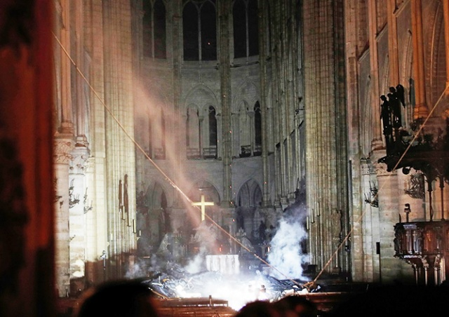 Пожар в соборе Парижской Богоматери потушен