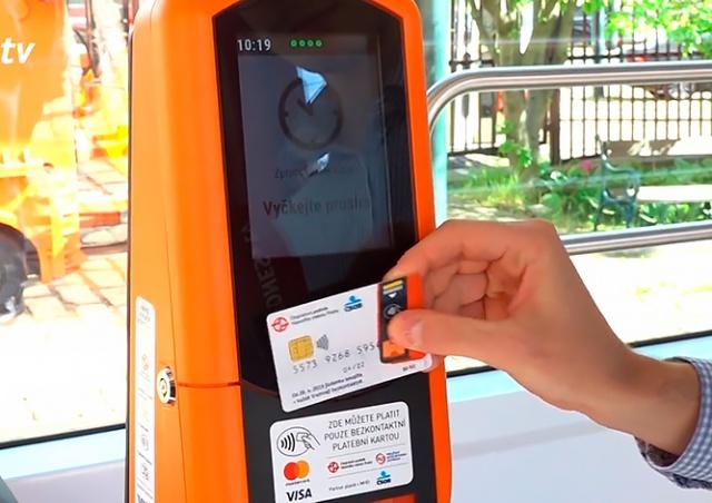 Все трамваи в Праге оснастили билетными терминалами. Они поддерживают Apple Pay