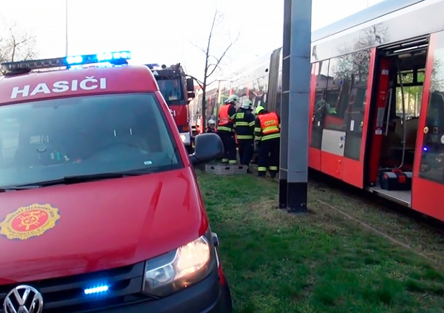В Праге у трамвая во время движения отвалилось колесо