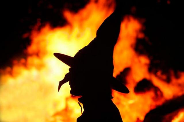 Сегодня вечером по всей Праге будут жечь чучела ведьм