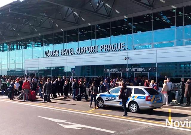 Аэропорт Праги эвакуировали из-за пассажирки, угрожавшей терактом