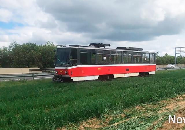 Внезапно: под Прагой неизвестные «припарковали» трамвай