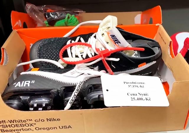 Магазин в центре Праги продавал поддельную обувь за 30 тыс. крон